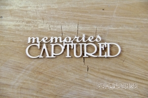 "Nápis ""Captured memories"" - 1 ks"
